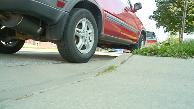 La Crosse Police remind drivers of street parking rules