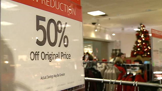 Last-minute shoppers hit the mall