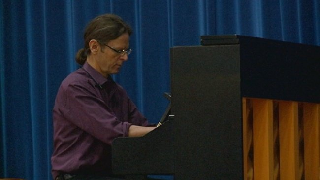 New York pianist, La Crosse native giving back to arts in hometown