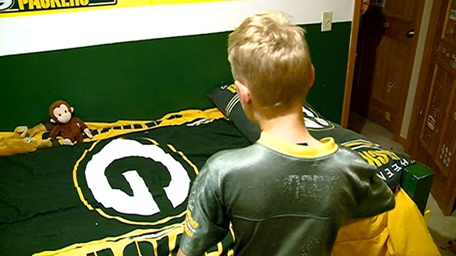 Holmen 6th-grader wears Rodgers jersey for almost three years, shooting for four