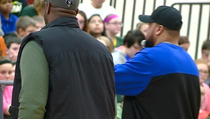 Former Packer players help tackle bullying at Tomah Middle School