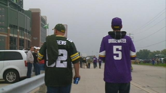 Fans of Packers, Vikings coexist for tailgating