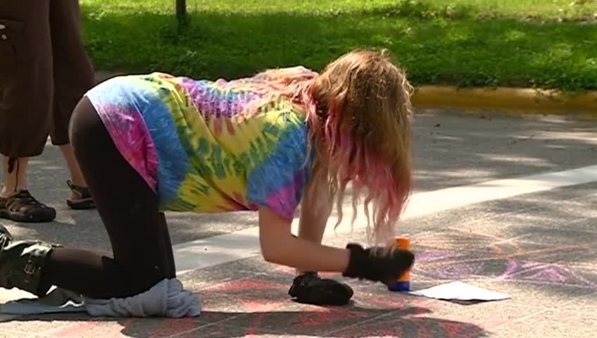Coulee Montessori students 'Paint the Pavement' in La Crosse