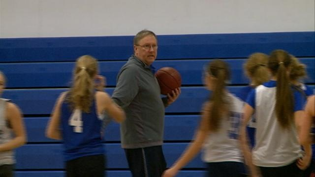 Cotter's Bowlin celebrates 500 wins, 30 years of coaching