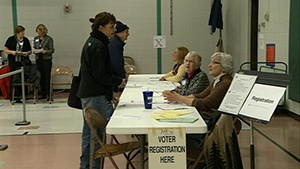 Gov. Walker recognizes poll workers