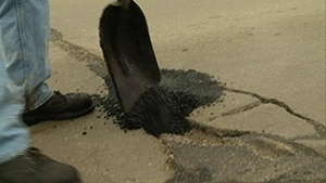 Hopes for quick pothole fix in Minn. are fading