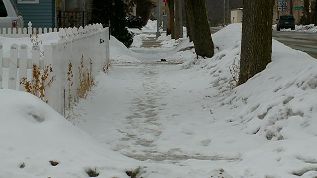 City crews to respond to pile of complaints for unshoveled sidewalks
