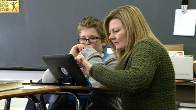 Teachers use social media to encourage online learning