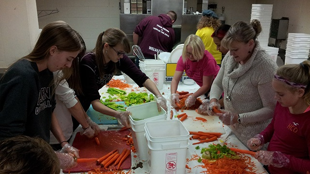 Volunteers prep Thanksgiving dinner