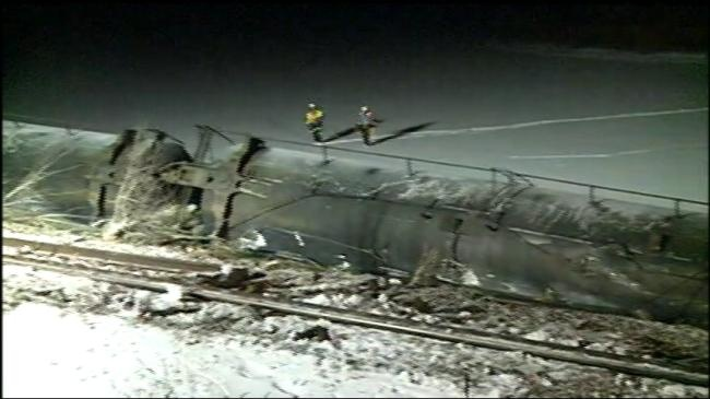 Crews try to contain derailed tanker leaking soybean oil into Mississippi River