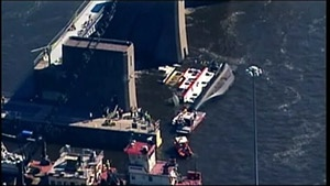 Capsized tugboat moved from Lock & Dam No. 7