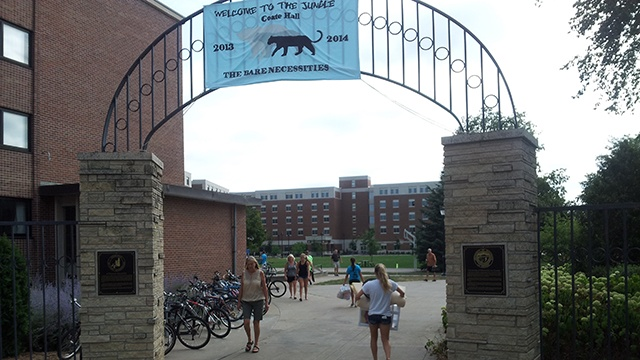 Students move in to UW-L dorms