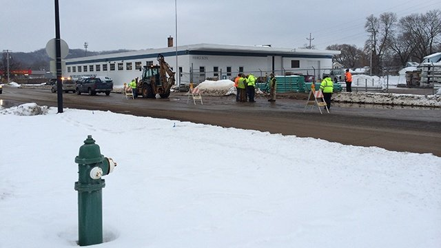 Crews repair water main break on Ward Ave.