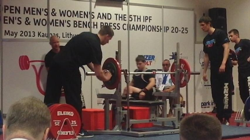 Paralyzed power lifter wins bronze at world championships
