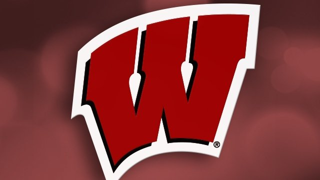Gordon has 4 TDs, Badgers hold off Illini 38-28