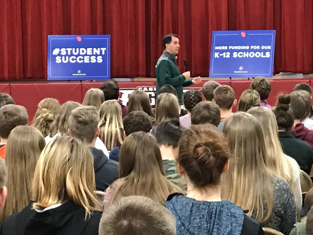 Gov. Walker discusses rural school aid with Cashton staff, students