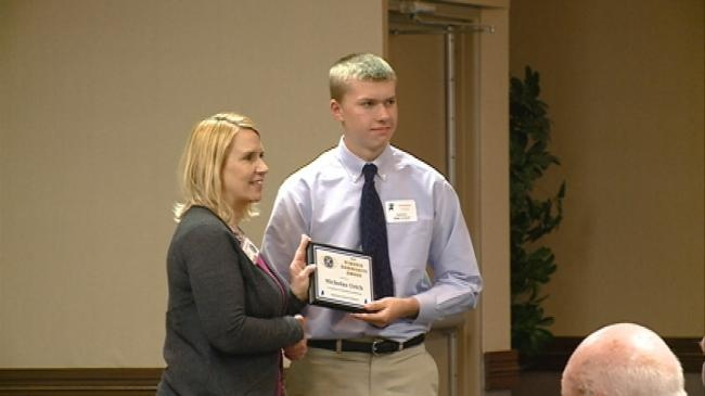 La Crosse Kiwanis Club awards 2015 scholarships