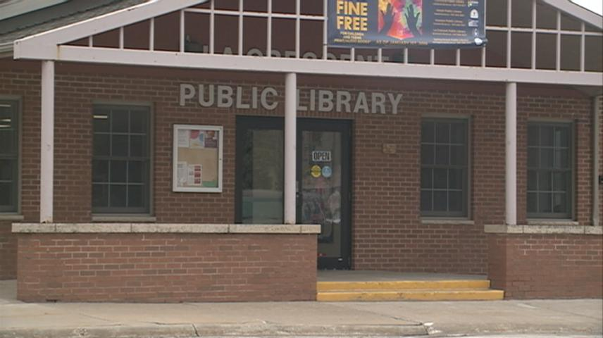Students donate to benefit La Crescent Library