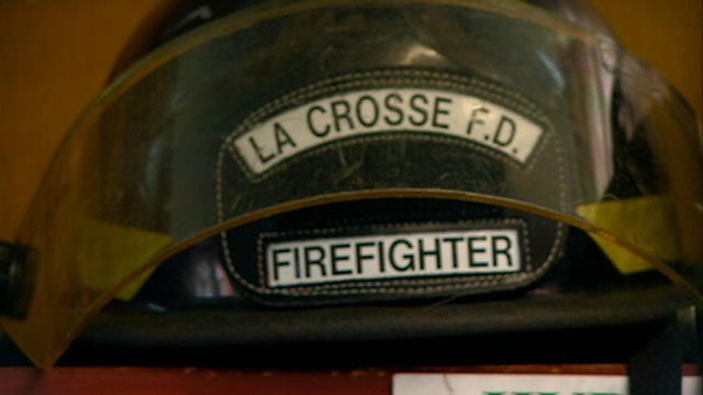 La Crosse firefighter suffers minor injuries in apartment fire