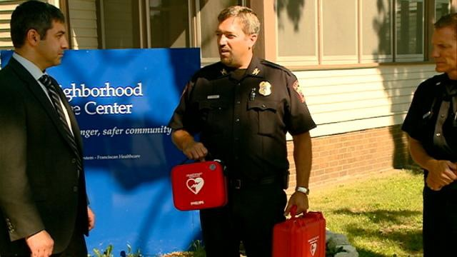 La Crosse police receive 2 donated AEDs