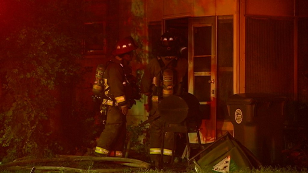 UPDATE: La Crosse firefighters rescue one from burning home