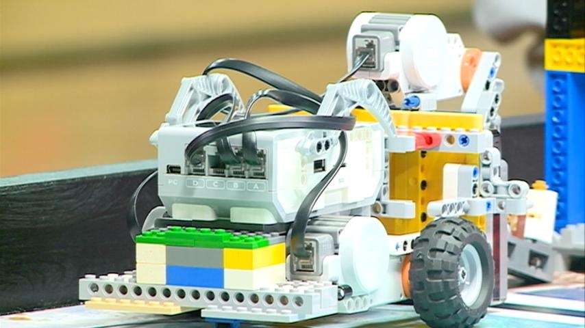 Middle School students compete in robotics competition