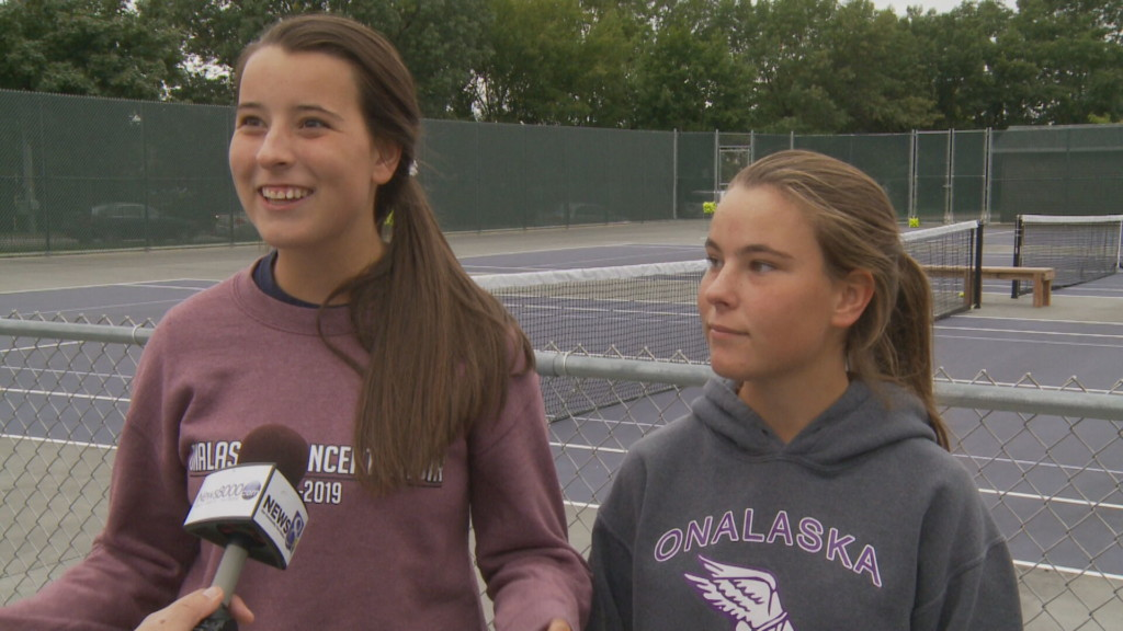 Onalaska twin sisters dominating competition in first season as doubles partners