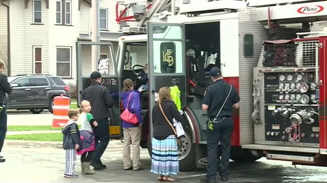 Kids get to 'touch a truck' at Library event