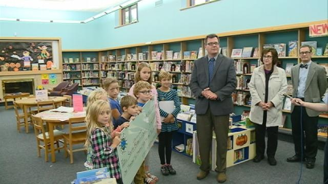 Students donate $1,600 to La Crosse library