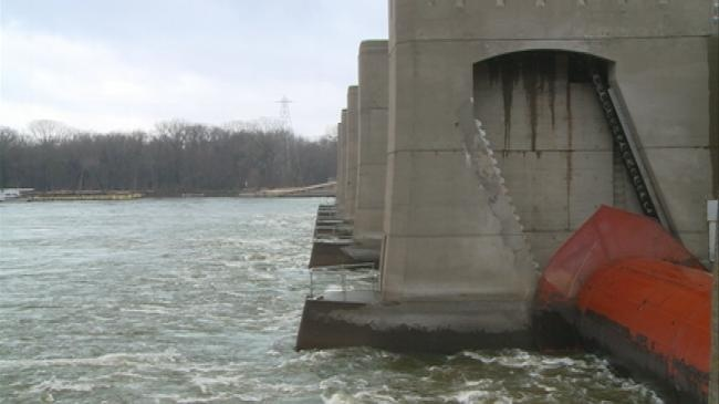 Boaters urged to be careful near dams