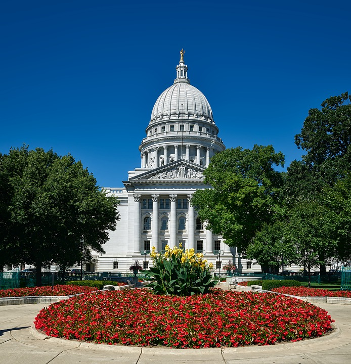Wisconsin Supreme Court candidates sparring over recusal