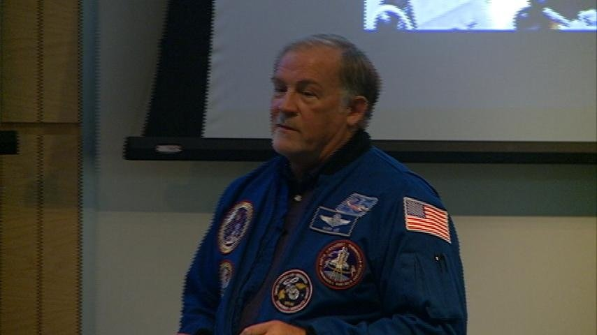 UWL hosts former astronaut Mark Lee for science camps