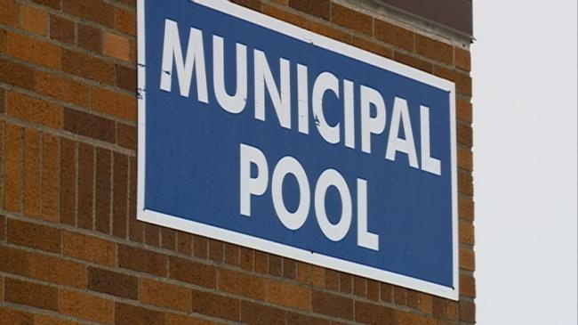 Neighborhood uses Facebook to prevent La Crosse pool from closing