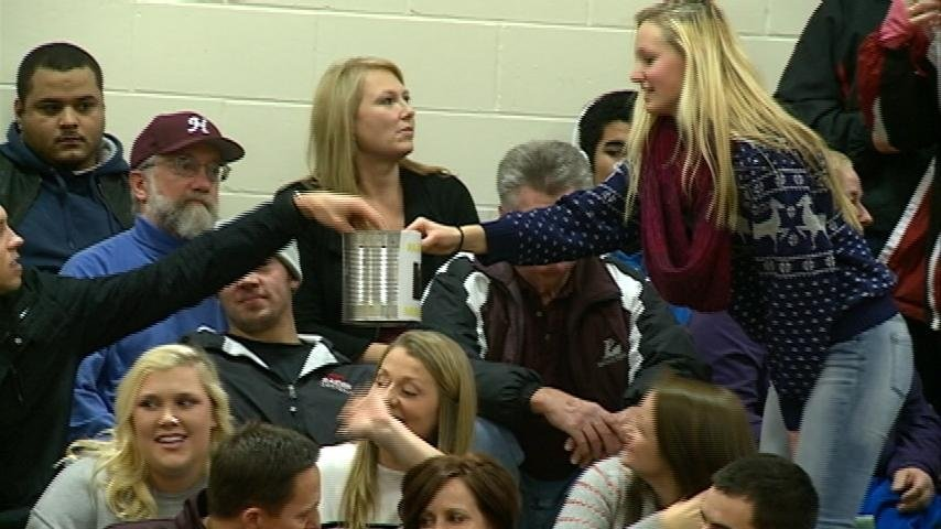 Donations at Holmen basketball game helps local family