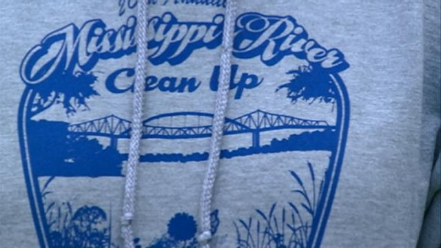 La Crosse volunteers clean up the banks of the Mississippi