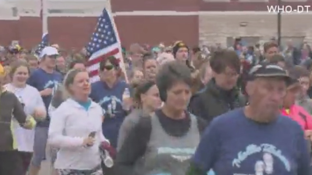Hundreds gather for run to honor slain Iowa college student