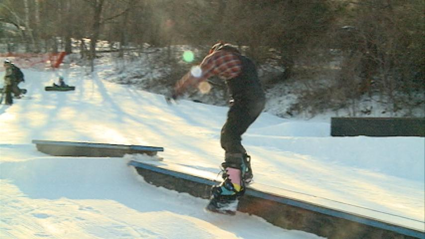 Warm weather brings skiers and snowboarders out to Mt. La Crosse for new competition