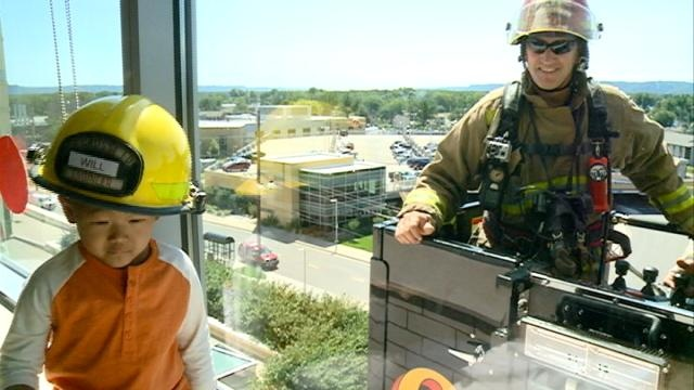 La Crosse firefighters visit children at Gundersen hospital