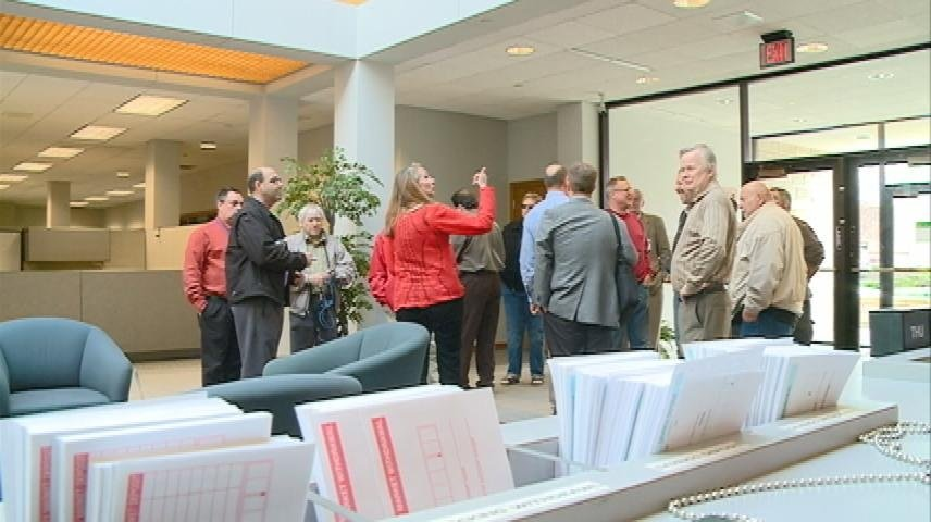 County Board tours Associated Bank building