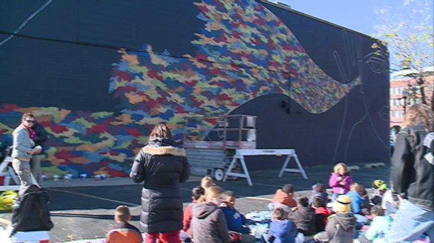 La Crosse 1st graders leave their mark on downtown area with a mural