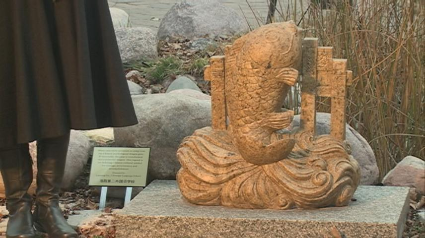 La Crosse's Chinese sister city, Luoyang, donates statue to International Friendship Gardens