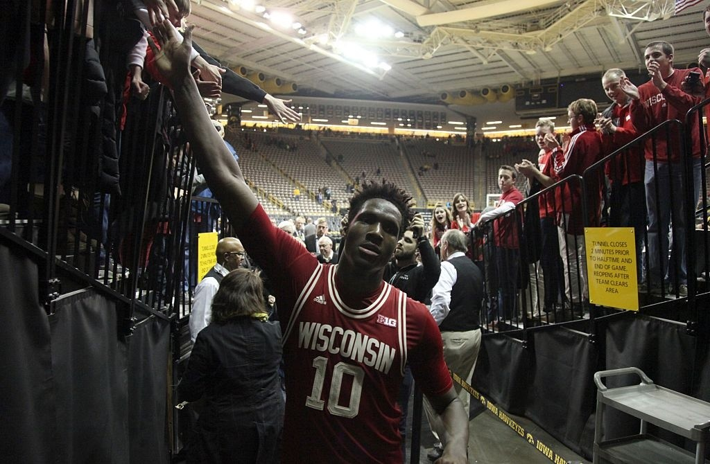 Hayes to return to Badgers for senior year