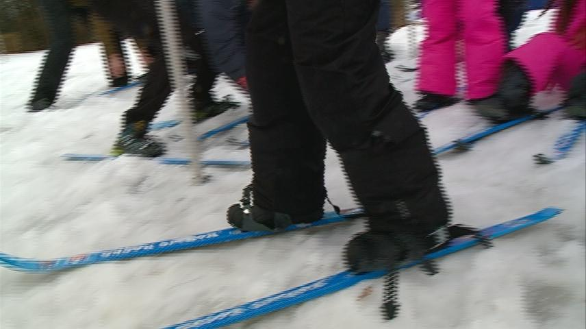 Local program brings cross country skiing to elementary students