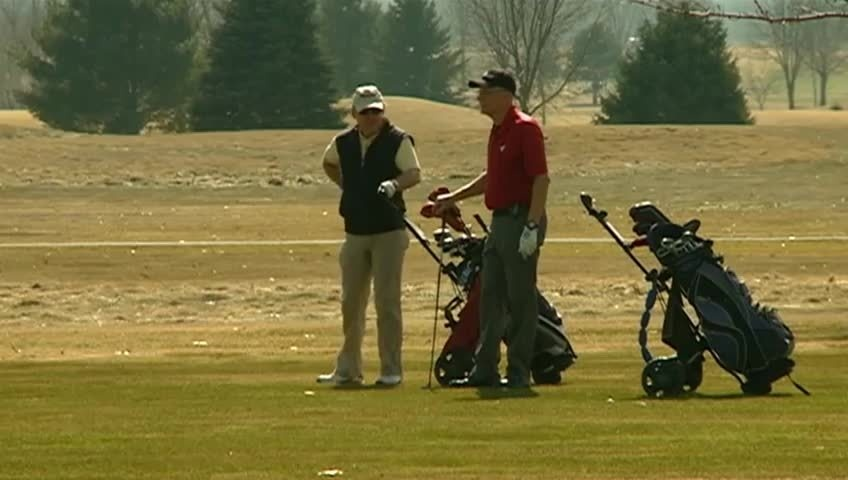 Golf courses begin opening with weather warmup