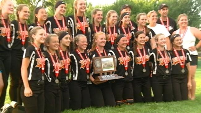 Winona softball falls 4-3 in battle for first state title