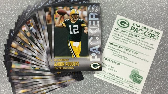 La Crosse police to hand out Packers cards