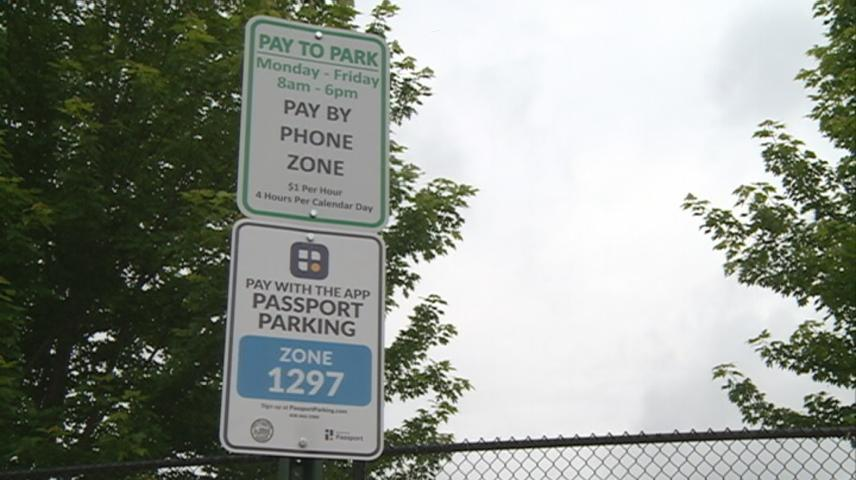 More paid parking signs up near UW-La Crosse