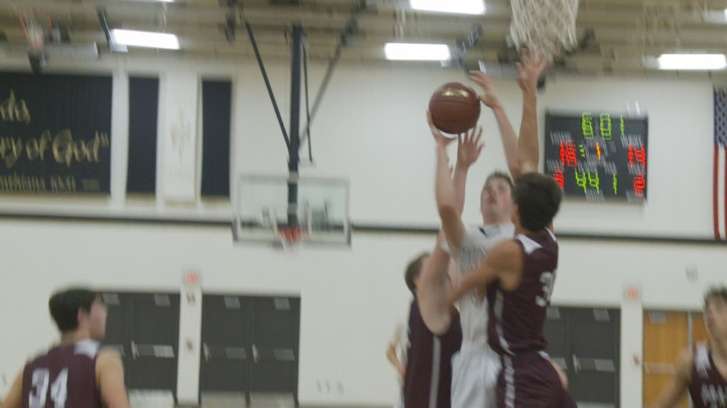 Prairie du Chien rides hot second half, beats Luther 50-39.