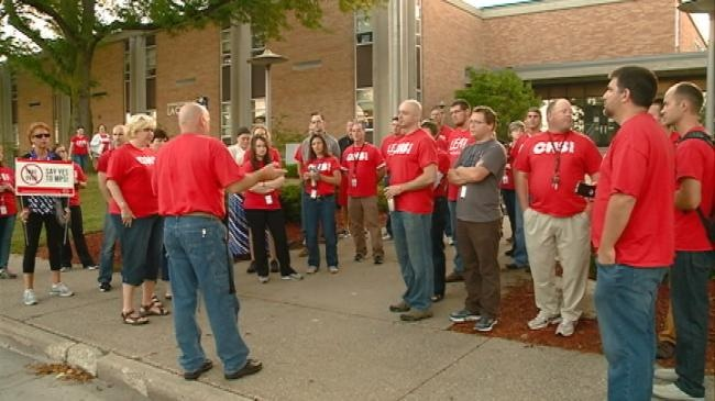 Teachers participate in walk-in to show solidarity for fellow colleagues