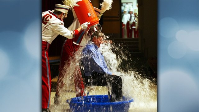 La Crosse schools superintendent takes Ice Bucket Challenge